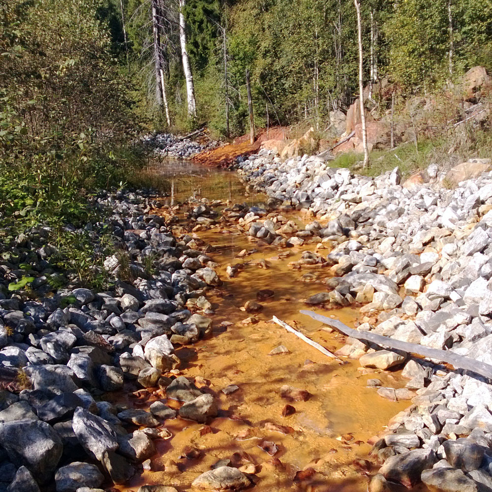 Figure 1. Acid rock drainage (ARD) is a major concern in the management of mining wastes, so accurate prediction of ARD is critical. Prediction can be challenging and more accurate methods are being sought. Photo: Teemu Karlsson / GTK.