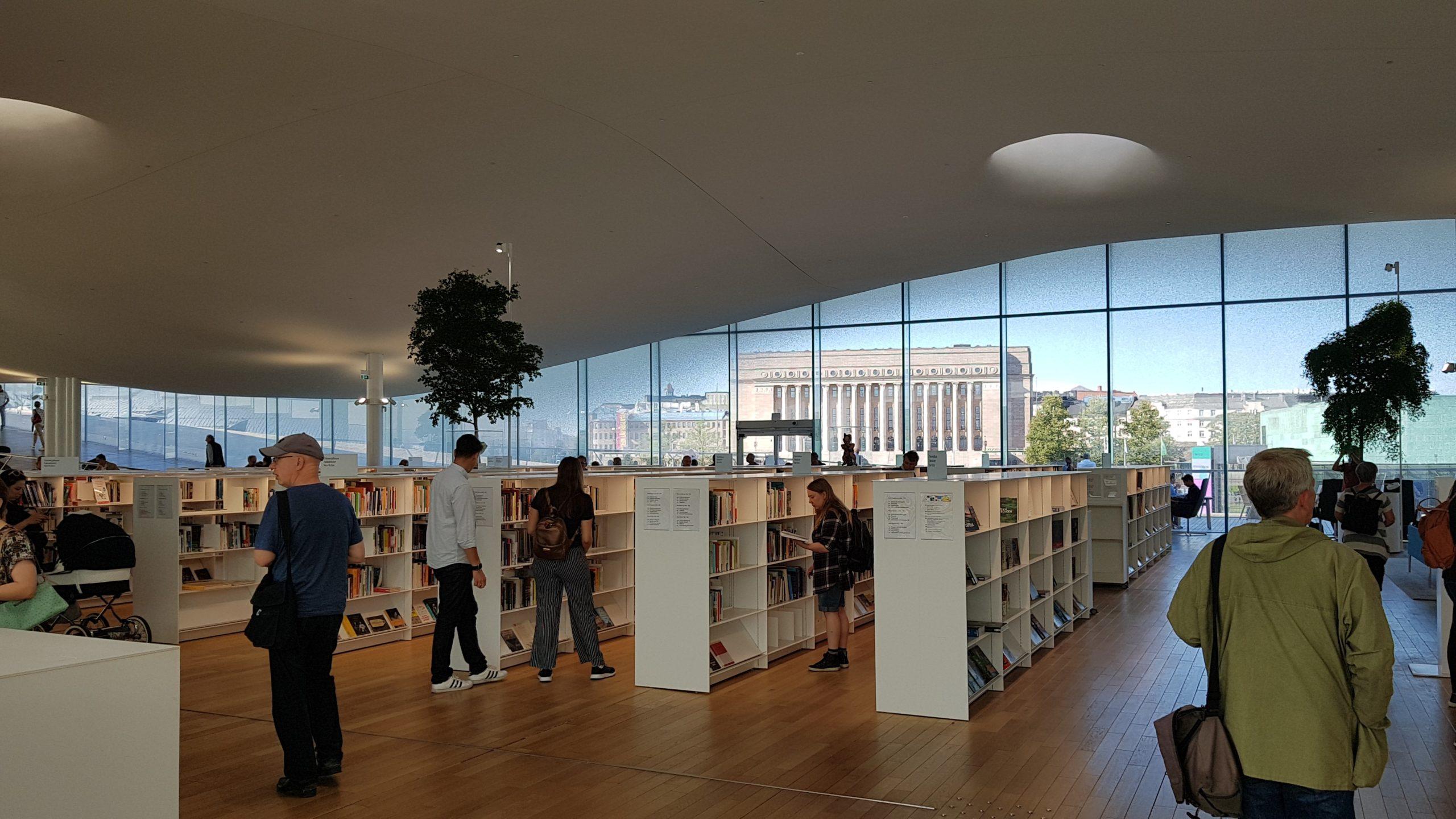 Helsingin uusi ja vanha rakentaminen kohtaavat keskustakirjasto Oodin ja Eduskuntatalon arkkitehtuurissa.