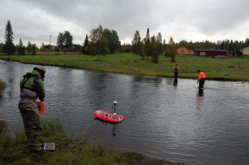 River cross-section: Conducting flow velocity and electrical conductivity profile measurements in the Seurujoki River.